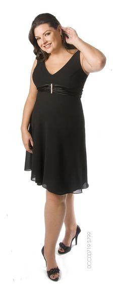 Un toque de clase en un vestido negro.