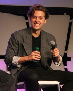 Cole Sprouse Hot, Dylan Sprouse, Cole Sprouse Wallpaper, Almost Love, Zack E Cody, Riverdale Cole Sprouse, Dylan And Cole, Bae, Riverdale Cast