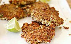 Frittelle di quinoa - La quinoa, che non e' un cereale, si presta a molte gustose preparazioni, oggi vogliamo proporvi delle semplici fritelle da servire come stuzzichino o come un raffinato contorno.