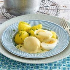 Eier in Senfsoße - Wie aus einer Mehlschwitze die leckere Soße für den Küchenklassiker Eier in Senfsoße wird, zeigen wir hier Schritt für Schritt. Dazu gibt's Petersilienkartoffeln. So einfach geht's!