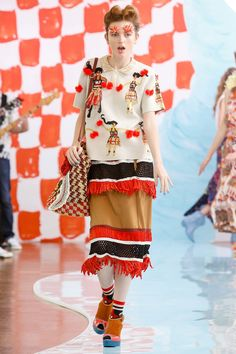See the complete Tsumori Chisato Spring 2018 Ready-to-Wear  collection.