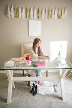 15 Things Every Single Fashion Blogger Has on Her Desk - gold + white garland