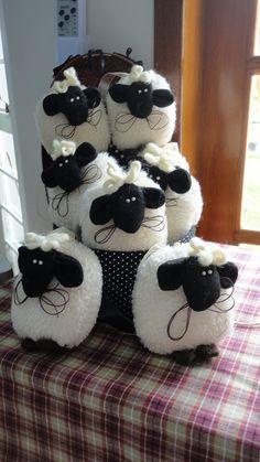 OVELHINHAS por Cris Lind | Observem as ovelhas pastando. Não… | Flickr