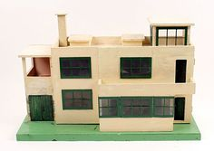 Triang Ultra Modern Dolls' House (1930s) - exterior