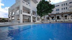 Atrium, Crete, Outdoor Decor, Home Decor, Homemade Home Decor, Interior Design, Home Interiors, Decoration Home, Home Decoration