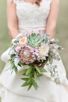 Romantic rustic bouquet: http://www.stylemepretty.com/2015/05/12/vintage-chic-southern-mansion-wedding/ | Photography: Glass Jar Photography - glassjarphotography.com