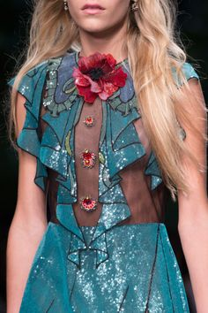 Gucci at Milan Fashion Week Spring 2016 - Details Runway Photos Fashion Week, Runway Fashion, Trendy Fashion, Fashion Models, High Fashion, Milan Fashion, Estilo Hippie Chic, Hippy Chic, Style Haute Couture