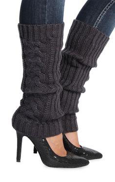 metallic cable knit leg warmer - actually looks cute Knitting Club, Start Knitting, Knitting Ideas, Knitting Projects, Deb Shops, Crochet Leg Warmers, Short En Jean, Crochet Shoes, Baby Boots