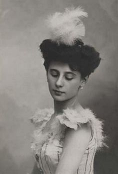 "The ballerina Anna Pavlova gave her name to many dishes, including ""frogs legs a la Pavlova""."