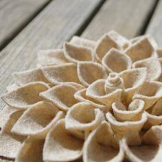 Fiore bianco in pannolenci