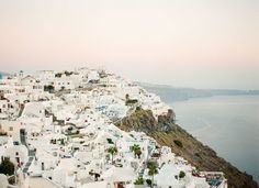 Oh, Santorini. You are the #1 spot on my ever-growing bucket list, and thanks to KT Merry, The Venue Report and Ever After Honeymoons the wanderlust is officially kicking into overdrive. I mean, when you're staring at this kind of scenery, you have no choice but