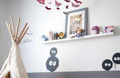 Décoration chambre petite fille - Stickers noiraudes, Totoro, tipi, étagères doudou
