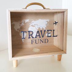 Money Saving Box, Money Box, Cool Paper Crafts, Diy And Crafts, Diy Presents, Diy Gifts, Savings Box, Diy Shadow Box, Workspace Design