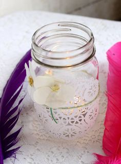 Another pretty idea with jars! They just used paper doilie
