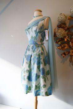Perfect for a bridesmaids dress! Vintage dress at Xtabay.
