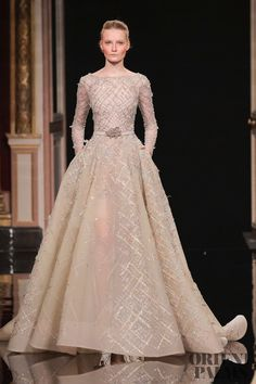Ziad Nakad – 80 photos - the complete collection Robes Western, Western Gown, Western Dresses, Couture Mode, Style Couture, Couture Fashion, Casual Dresses, Fashion Dresses, Simple Wedding Gowns