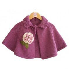 Season ' s trendiest Baby Cardigan Vest tricô modelos Crochet Baby Poncho, Knit Baby Dress, Knitted Baby Clothes, Crochet Girls, Crochet For Kids, Knitted Poncho, Baby Cardigan, Cardigan Bebe, Baby Vest