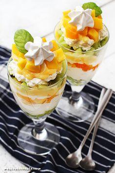 Tropikalny Eton Mess - Tropical Eton Mess Sweets Recipes, Cake Recipes, Healthy Recipes, Homemade Pastries, Eton Mess, Lemon Curd, Food Cakes, Mini Desserts, Catering