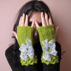 DIY Fancy Fingerless Gloves    Like to text or use your cellphone, in every season? Make this pretty crochet fingerless gloves, they'll go with every outfit!