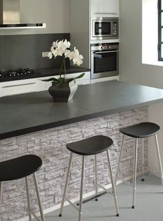 Concrete wall cladding panel like this adds texture to these kitchen area. The colour of this concrete helps the softness that the existing colour scheme has and the contrast with the dark chairs and the benchtop. Kitchen Room Design, Modern Kitchen Design, Interior Design Kitchen, Kitchen Decor, Kitchen Walls, Kitchen Ideas, Modern Design, Kitchen Designs, Kitchen Cabinets
