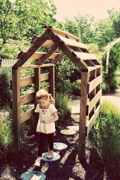 Brilliant idea. Just pallets!!!! Should be quick and easy to make ! My husband will be so happy to have to built that up for us!