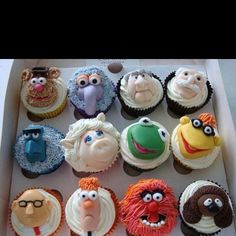 If I was only this talented to decorate cakes.  I love the muppets - but mine would end up on Craft Fail.