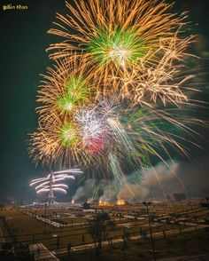 So beautiful night beauty of Minar e Pakistan Lahore Punjab Pakistan Happy Independence Day Pakistan, Pictures Of Beautiful Places, Lahore Pakistan, Real Beauty, Fireworks, Photo Credit, Display, Let It Be, Landscape