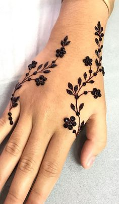 Pretty Henna Designs, Modern Henna Designs, Latest Henna Designs, Henna Tattoo Designs Simple, Basic Mehndi Designs, Finger Henna Designs, Mehndi Designs Feet, Beginner Henna Designs, Mehndi Designs For Girls
