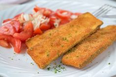 A delicious vegetarian lunch is zucchini schnitzel with tomato salad. Whole30 Recipes Lunch, Vegetarian Lunch, Healthy Chicken Recipes, Healthy Breakfast Recipes, Dinner Sandwiches, Healthy Sandwiches, Easy Sandwich Recipes, Avocado Salad Recipes, Cookbook Recipes