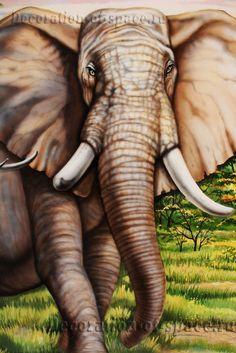 Слон выполнен на стене вручную кистью и аэрографом.