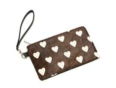 Horse Hair Clutch with Heart Print  Price: £12.99  【Size】19.5×12×1.5cm 【Weight】150g  【Material】PU with Horse Hair 【Color】As Shown