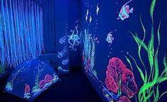 Resultado de imagen para cuartos con pintura fluorescente