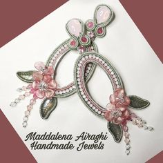 """Mi piace"": 67, commenti: 0 - Maddalena Airaghi (@maddalenaairaghihandmadejewels) su Instagram: ""Spring desire Lightweight soutache earrings . . . #soutacheearrings #earrings #spring #pink…"" Soutache Earrings, Pandora Charms, Brooch, Jewels, Spring, Bracelets, Handmade, Instagram, Brooch Pin"