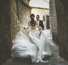 Trendy Wedding Photography Bride And Groom Outdoor Wedding Goals, Wedding Couples, Trendy Wedding, Wedding Pictures, Perfect Wedding, Dream Wedding, Wedding Day, Wedding Themes, Boho Wedding