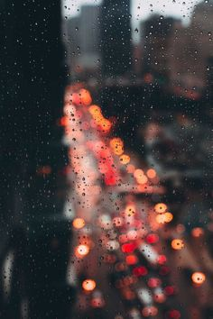 Bokeh through window covered in rain Fotografia Bokeh, Photographie Bokeh, Bokeh Photography, Street Photography, Photography Ideas, Levitation Photography, Exposure Photography, Inspiring Photography, Photography Awards