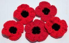 Crochet Flowers Easy Fast Crochet Poppy Pattern With Minimal Black Worked Stitches Crochet Puff Flower, Crochet Flower Patterns, Knitting Patterns, Crochet Roses, Crochet Ideas, Crochet Designs, Knitted Poppies, Knitted Flowers, Fabric Flowers