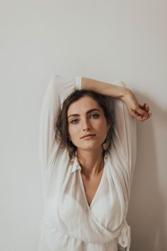 Photo of Woman in White V-neck Long-sleeved Blouse Posing by White Wall With her Hand Over Her Head · Free Stock Photo Model Poses Photography, Photography Ideas At Home, Portrait Photography Poses, Portrait Poses, Free Photography, Inspiring Photography, Photography Tutorials, Beauty Photography, Creative Photography