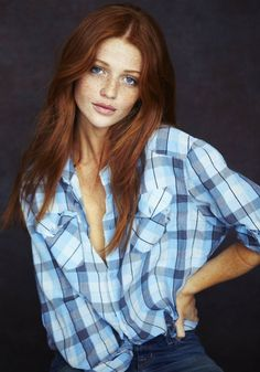 Brazilian model Cintia Dicker – Portrait of a ginger red long hair girl wearing a blue shirt and denim jean pants. Cintia Dicker, Auburn Hair, Natural Red Hair, Natural Makeup, Red Hair Woman, Ginger Girls, Gorgeous Redhead, Hottest Redheads, Little Girls