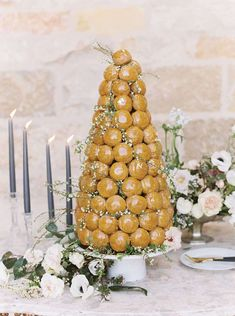 Think about these for a Christmas wedding!! Unique Desserts, Wedding Desserts, Wedding Decorations, French Desserts, Small Wedding Cakes, Wedding Cakes With Flowers, Elegant Wedding Themes, French Christmas, Christmas Wedding