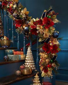 Gold Christmas Decorations, Gold Christmas Tree, Nutcracker Christmas, Christmas Tree Themes, Christmas Wreaths, Christmas Crafts, Holiday Decor, Simple Christmas, Minimal Christmas