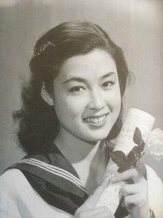 Wakao Ayako (若尾文子) 1933-, Japanese Actress Classic Actresses, Beautiful Actresses, Japanese Icon, Japanese Style, Vintage Beauty, Vintage Fashion, Asian Woman, Movie Stars, Pin Up