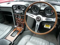 Jensen Interceptor interior - this is just awesome Jensen Interceptor, Classic European Cars, Automobile, British Sports Cars, Dashboards, Car Detailing, Old Cars, Sport Cars, Motor Car