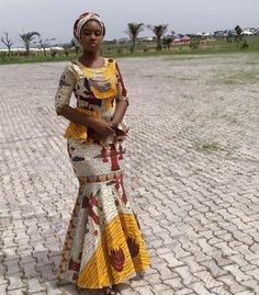 African Lace Styles, African Lace Dresses, Latest African Fashion Dresses, Ankara Styles, Traditional African Clothing, Traditional Outfits, Ankara Skirt And Blouse, Modern Hijab Fashion, African Fashion Designers