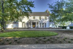 Hefferlin + Kronenberg Architects: Private Residence near Chattanooga, TN. Photo by Harlan Hambright.