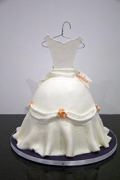 W9092 - bridal dress cake