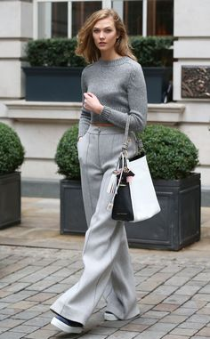 Karlie Kloss from The Big Picture: Today's Hot Pics  Looking great in gray! The model is spotted duringLondon Fashion Week.