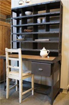 stoer oud buro kinderbureau postbureau ijzer en hout!! Ook gezien bij Neef Louis