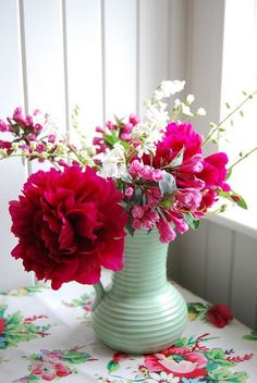 great color combo: pale green, bright pink/red, medium pink and white.
