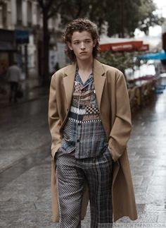 Male Fashion Trends: Paul Barge modela esenciales retro para el otoño en páginas de Essential Homme