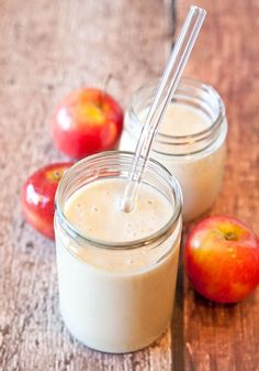 Spiced Apple Pie Smoothie (vegan, GF) - Sweet, creamy & you know what they say.An apple pie smoothie a day keeps the doctor away! Smoothie Detox, Apple Pie Smoothie, Juice Smoothie, Smoothie Drinks, Healthy Smoothies, Healthy Drinks, Smoothie Recipes, Apple Smoothies, Healthy Eats